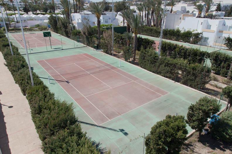H tel el mouradi club selima sousse for Terrain de tennis taille